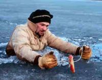 Рибалок в Україні закликають не виходити на лід