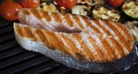 Риба з овочами приготовані на грилі