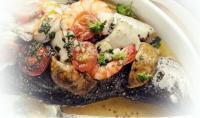Риба смажена з грибами, помідорами чері та креветками