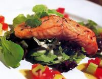 Салат зі смаженим лососем