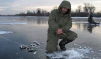 Зимова ловля риби на гірлянду